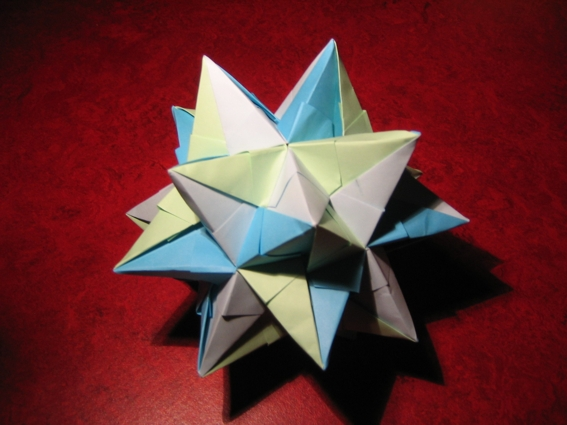 Origami tutorial: How to make a paper icosahedron - YouTube | 425x567